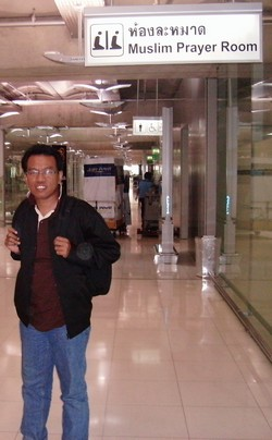 habis sholat di bandara -bangkok